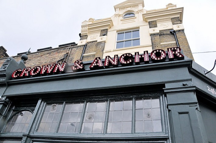crown-and-anchor-2